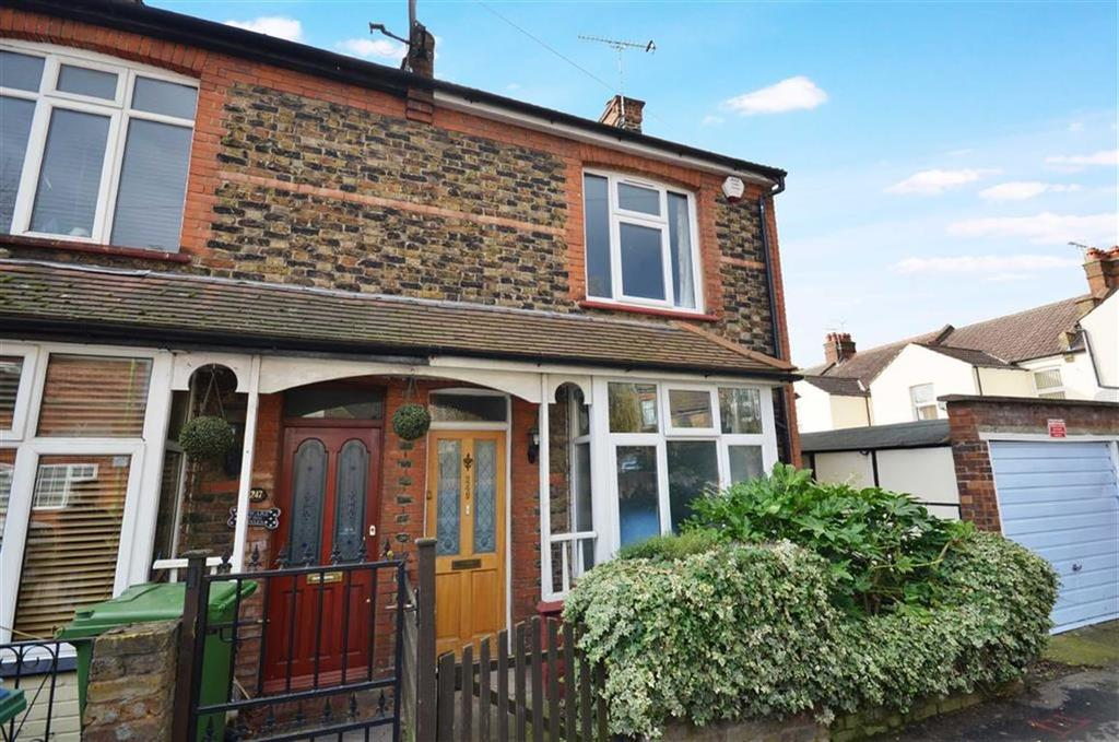 3 Bedrooms End Of Terrace House for sale in Harwoods Road, Watford, Hertfordshire