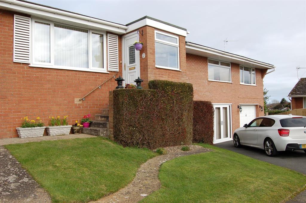 4 Bedrooms Detached House for sale in Pont Adam Crescent, Ruabon, Wrexham