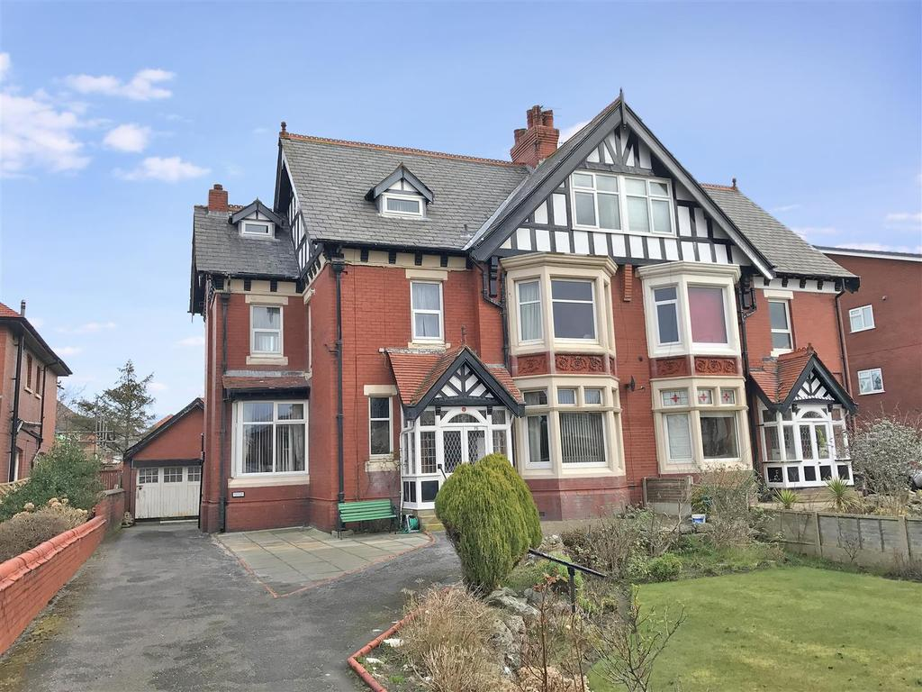 2 Bedrooms Flat for sale in Clifton Drive, Ansdell, Lytham St Annes