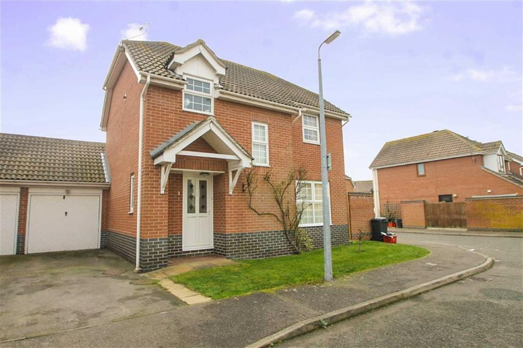 3 Bedrooms Detached House for sale in Pevensey Drive, Clacton-on-Sea