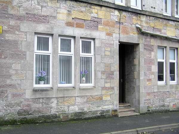 1 Bedroom Flat for sale in 16 George Street, Ground Left, Millport, KA28 0BE
