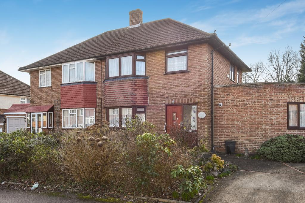 4 Bedrooms Semi Detached House for sale in Red Oak Close Orpington BR6