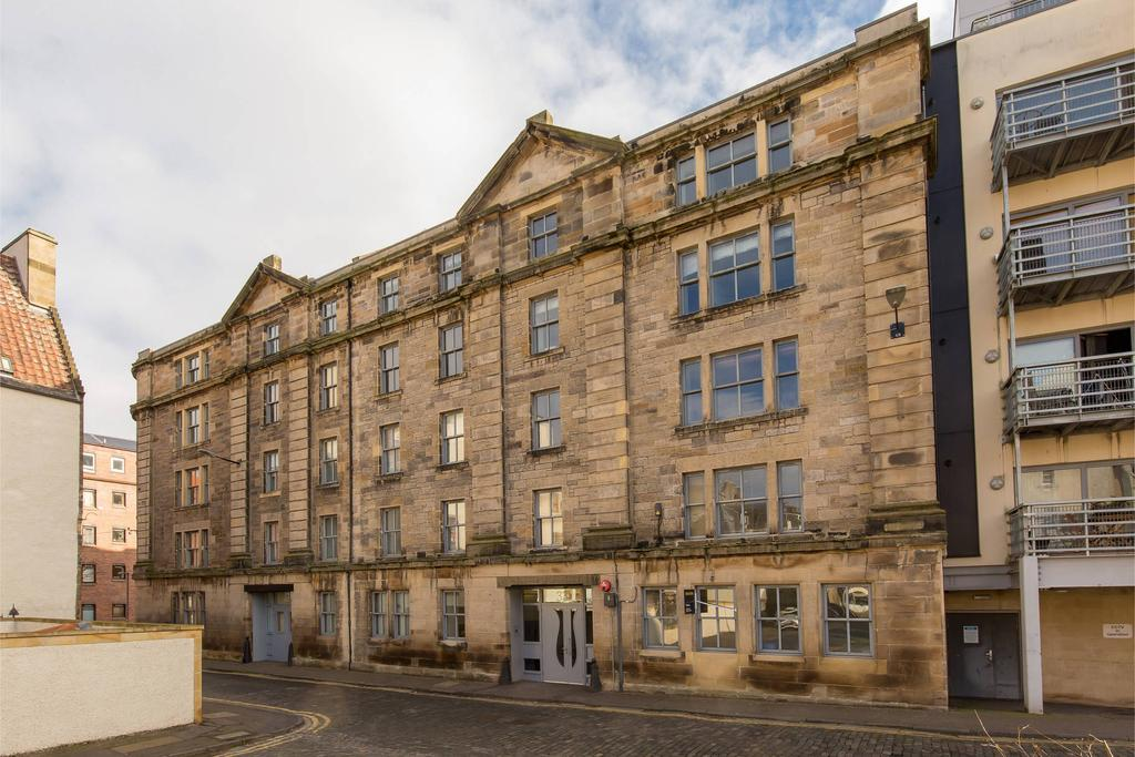 2 Bedrooms Flat for sale in 33/1 Water Street, The Shore, EH6 6SZ