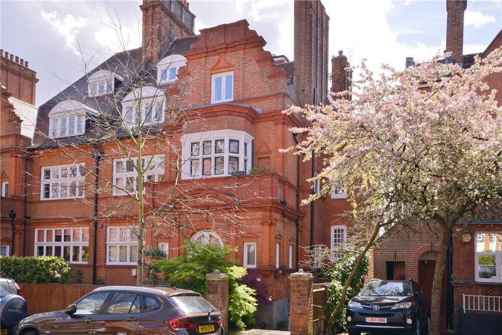 3 Bedrooms Flat for sale in Wedderburn Road, London, NW3