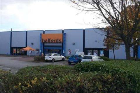 Shop to rent - Halfords unit, Clough Road, Hull, East Yorkshire