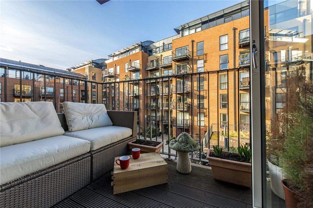 2 Bedrooms Flat for sale in Milles Square, Coldharbour Lane, London, SW9