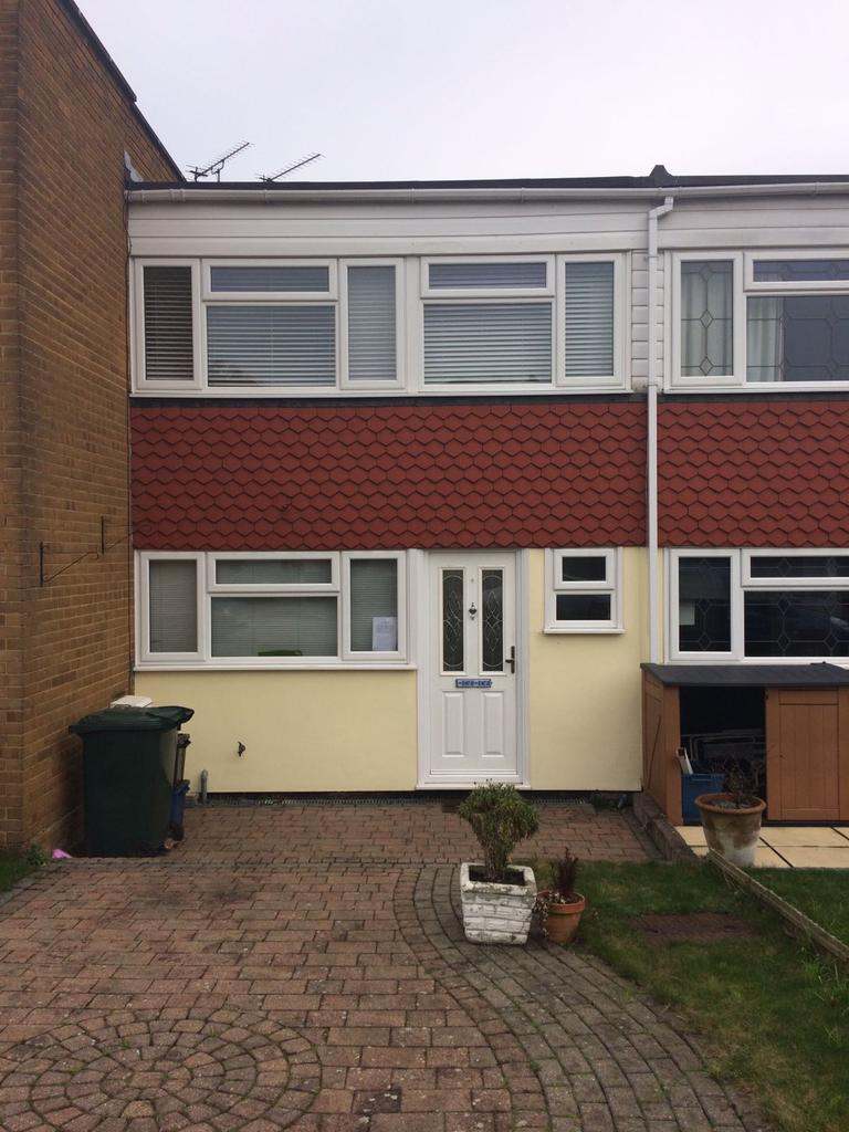 3 Bedrooms Terraced House for sale in Long Green, Chigwell IG7