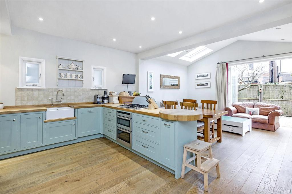 4 Bedrooms Semi Detached House for sale in Holmesdale Avenue, London, SW14
