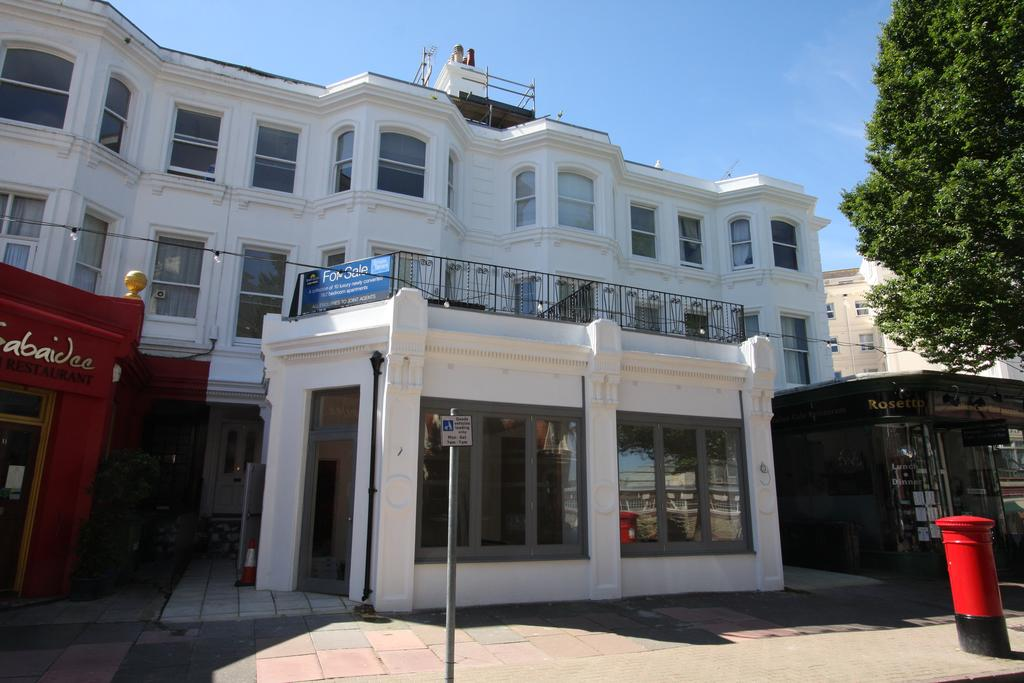 2 Bedrooms Apartment Flat for sale in Carlisle Road, Eastbourne BN21