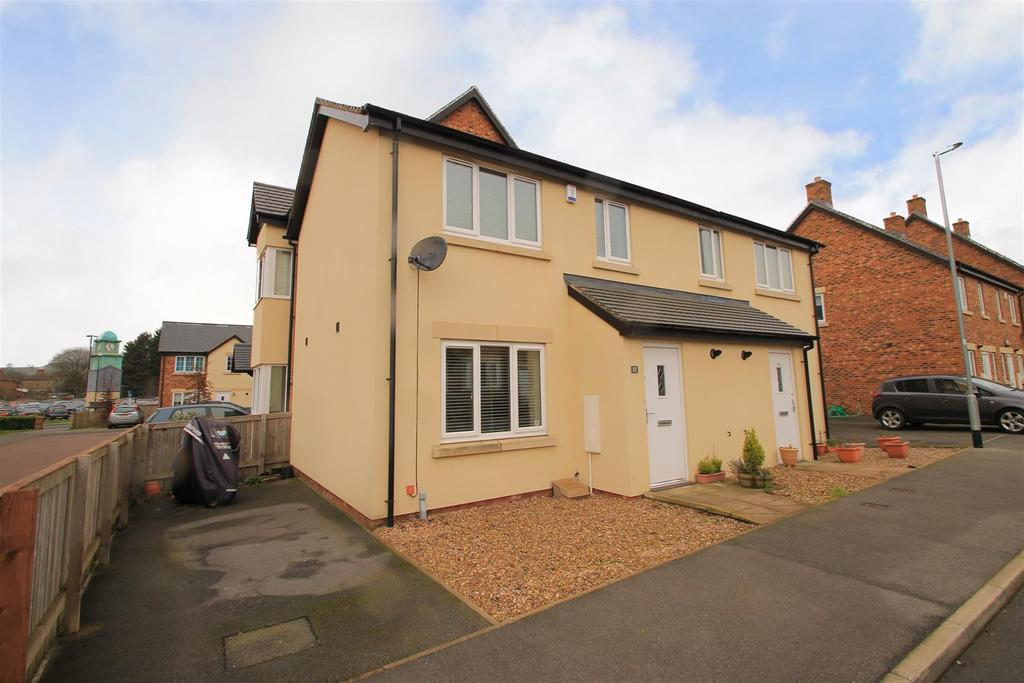 2 Bedrooms Terraced House for sale in Edison Way, Guiseley, Leeds