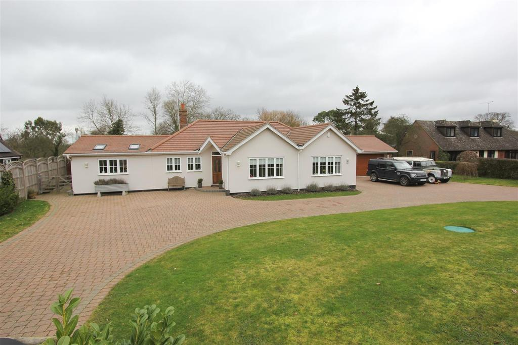4 Bedrooms Detached Bungalow for sale in Butts Green, Sandon