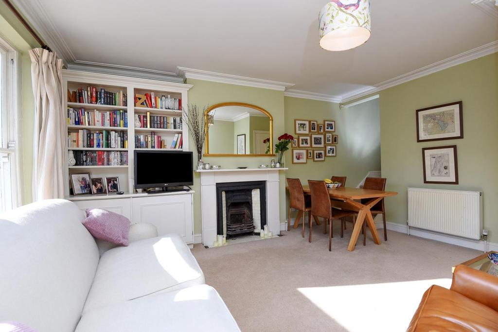 2 Bedrooms Flat for sale in Veronica Road, Heaver Estate, SW17