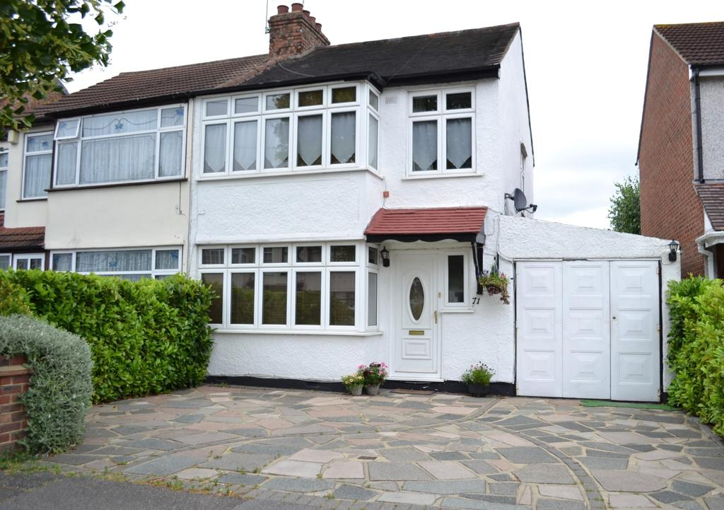 3 Bedrooms Semi Detached House for sale in Birch Crescent, Ardleigh Green, Hornchurch RM11