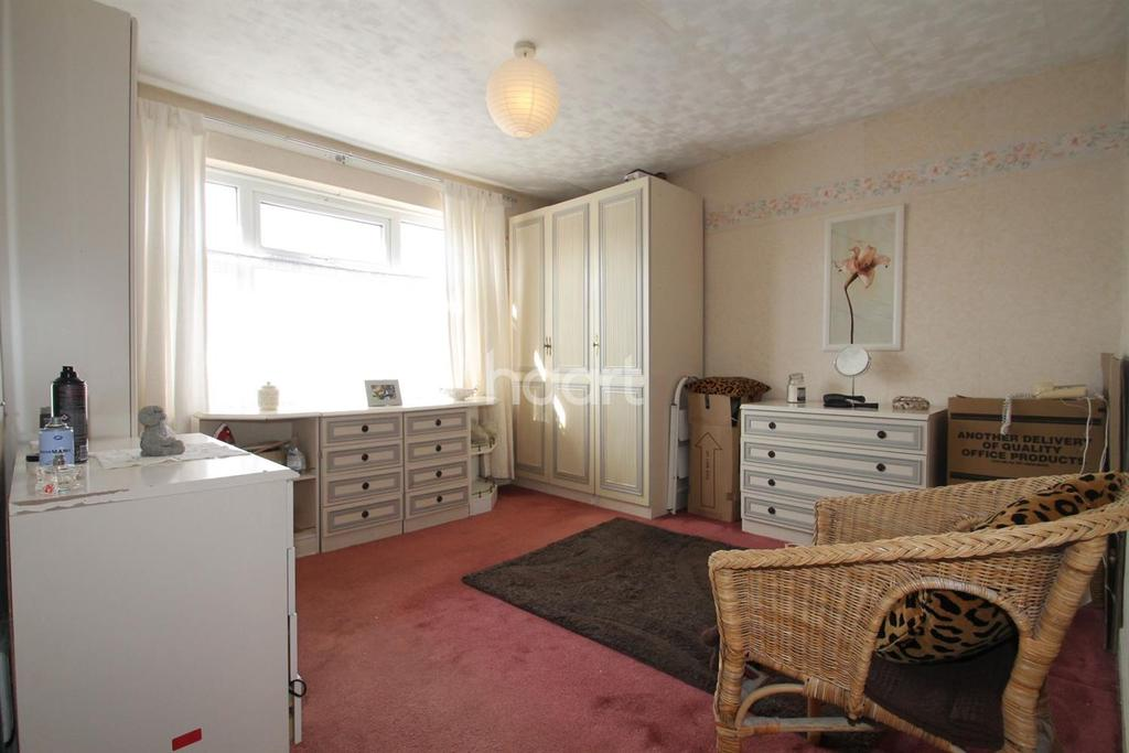 2 Bedrooms Semi Detached House for sale in Albert Romford, Romford Centre