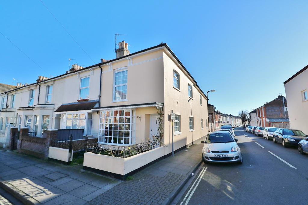 3 Bedrooms End Of Terrace House for sale in Inglis Road, Southsea