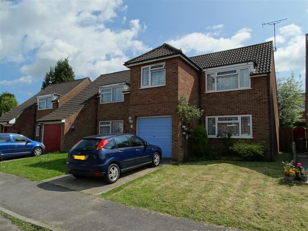 4 Bedrooms Detached House for sale in Amberley Close, Burgess Hill