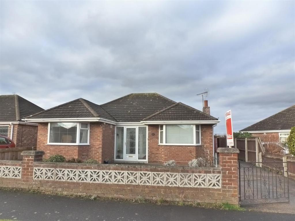 3 Bedrooms Detached Bungalow for sale in Queen Elizabeth Road, Humberston