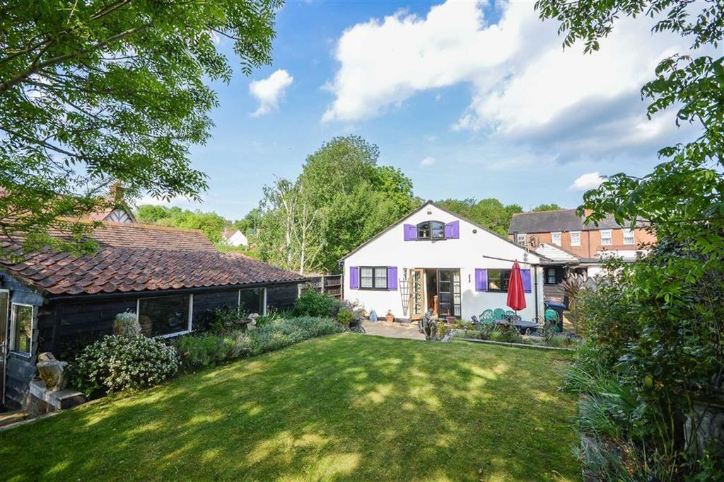 3 Bedrooms Detached Bungalow for sale in Cambridge Road, Wadesmill, Hertfordshire, SG12