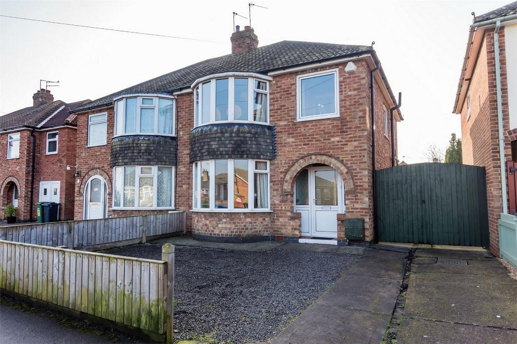 3 Bedrooms Semi Detached House for sale in Brockfield Park Drive, Huntington, York