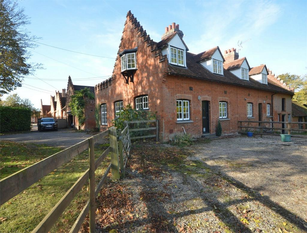 2 Bedrooms Cottage House for sale in 1 Newton Hall Cottages, Great Dunmow