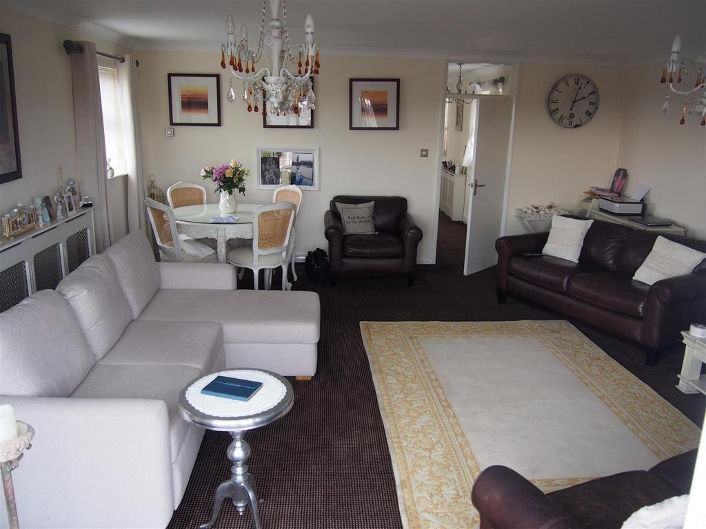 2 Bedrooms Penthouse Flat for sale in Buckhurst Road, Bexhill-On-Sea