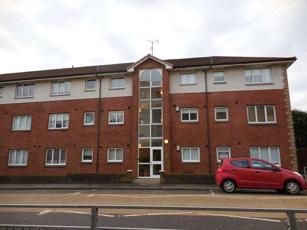2 Bedrooms Flat for sale in 10A Queen Elizabeth Court, Clydebank, G81 3BU