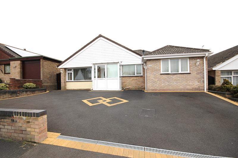 4 Bedrooms Detached Bungalow for sale in Bader Road, Canford Heath, Poole