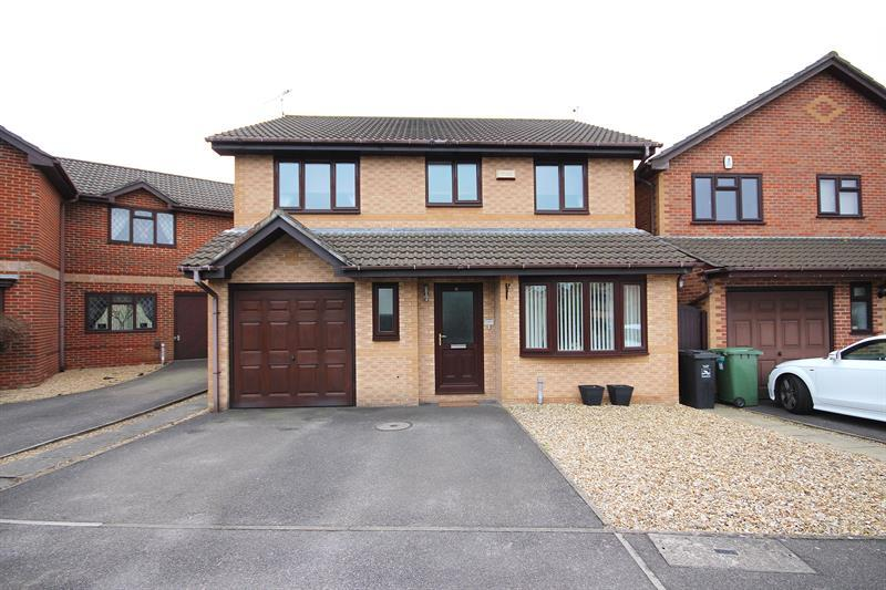 4 Bedrooms Detached House for sale in Wraxall Close, West Canford Heath, Poole