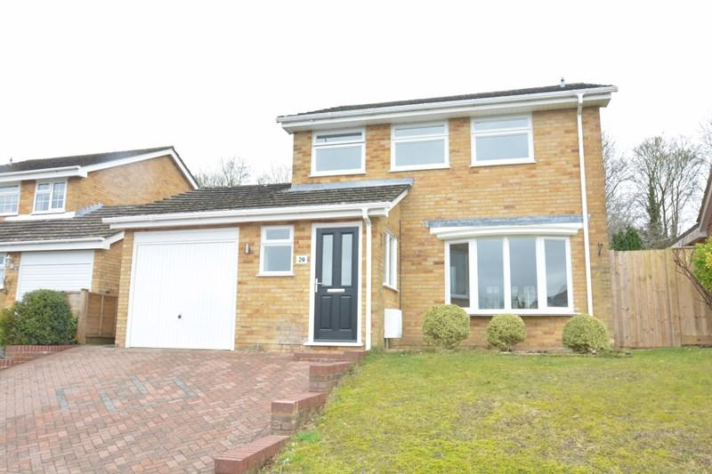4 Bedrooms Detached House for sale in Caerleon Drive, Andover