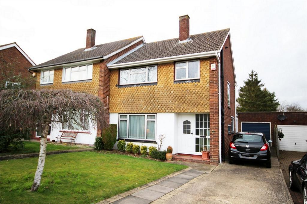 3 Bedrooms Semi Detached House for sale in Howard Drive, Letchworth, Herts