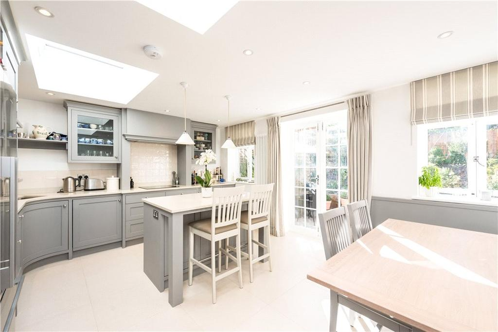 4 Bedrooms Flat for sale in Adelaide Road, Primrose Hill, London, NW3