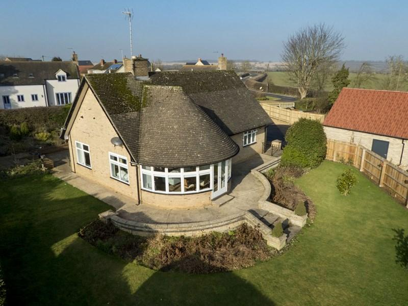 3 Bedrooms Detached Bungalow for sale in Oundle, PE8