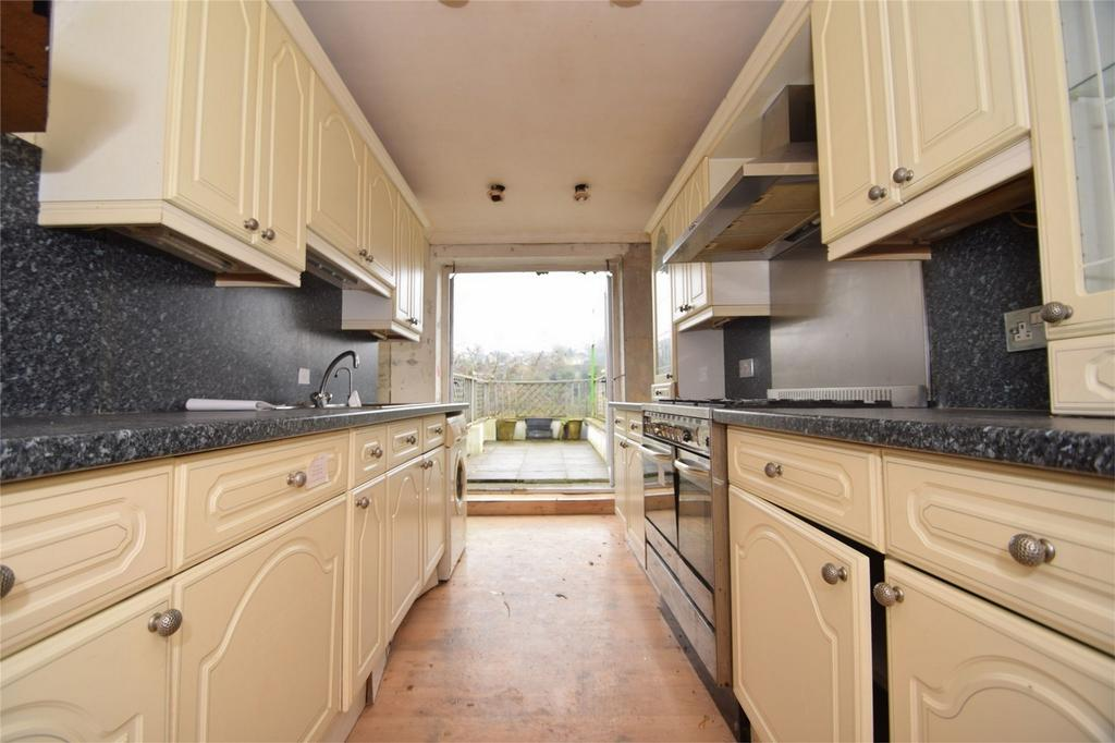 3 Bedrooms Semi Detached House for sale in Princes Avenue, Walderslade, Chatham, Kent