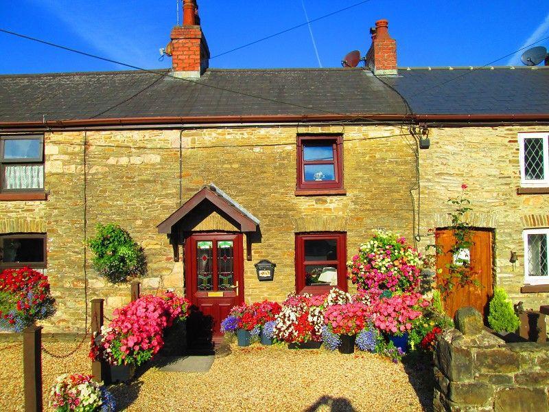 1 Bedroom Terraced House for sale in Swansea Road, Pontlliw, Swansea, City County of Swansea.