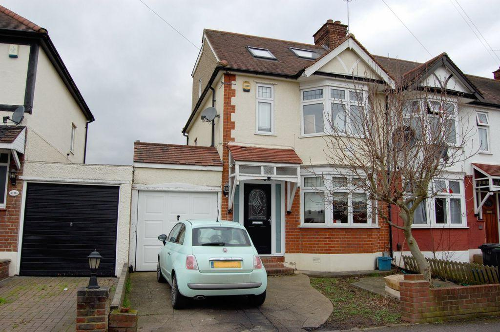 4 Bedrooms Semi Detached House for sale in Chestnut Avenue, Buckhurst Hill, IG9