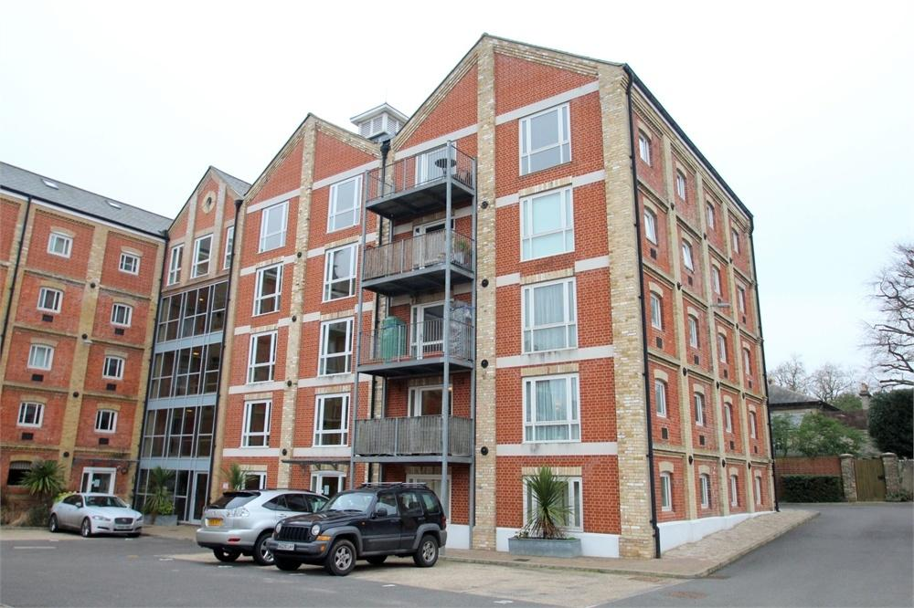 2 Bedrooms Flat for sale in Free Rodwell House, School Lane, Mistley, Manningtree, Essex