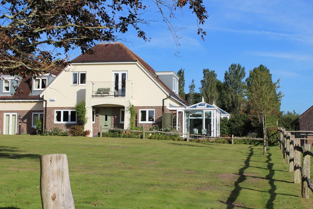 2 Bedrooms Cottage House for sale in Birklands, Storrington