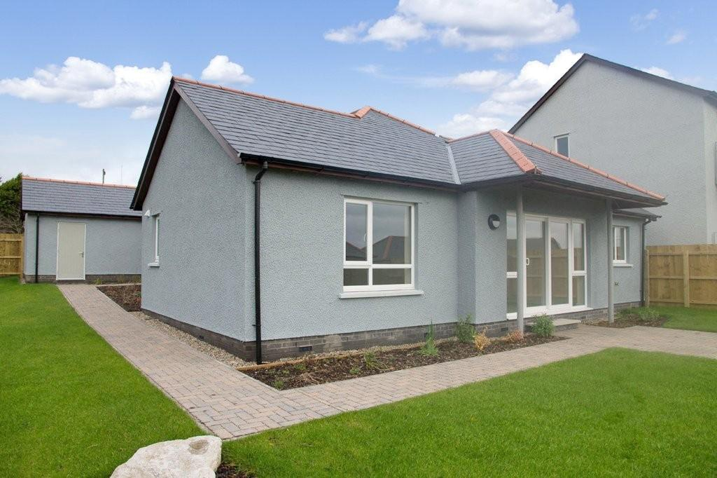 3 Bedrooms Detached Bungalow for sale in 37 Oversands View, Grange-over-Sands, Cumbria, LA11 7BW