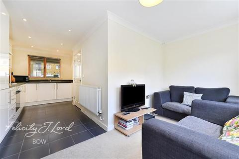 4 bedroom terraced house to rent - Pancras Way, E3