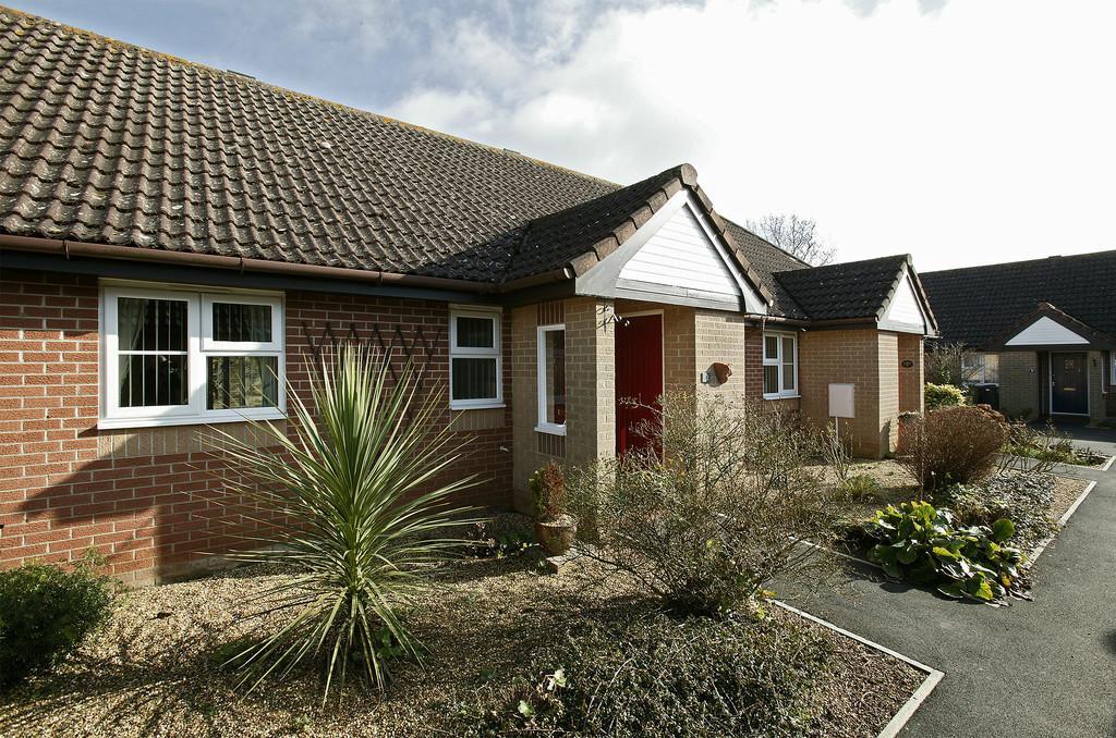 2 Bedrooms Terraced Bungalow for sale in Rowan Gardens, Hethersett