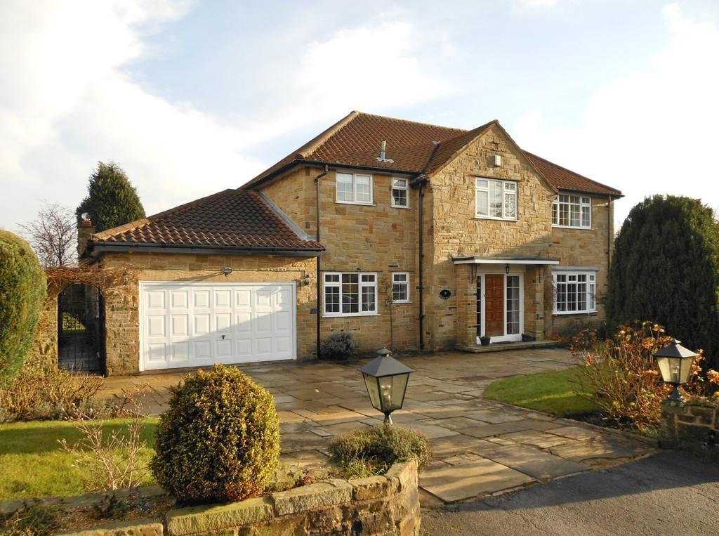 4 Bedrooms Detached House for sale in Manor Close, Bramhope Village
