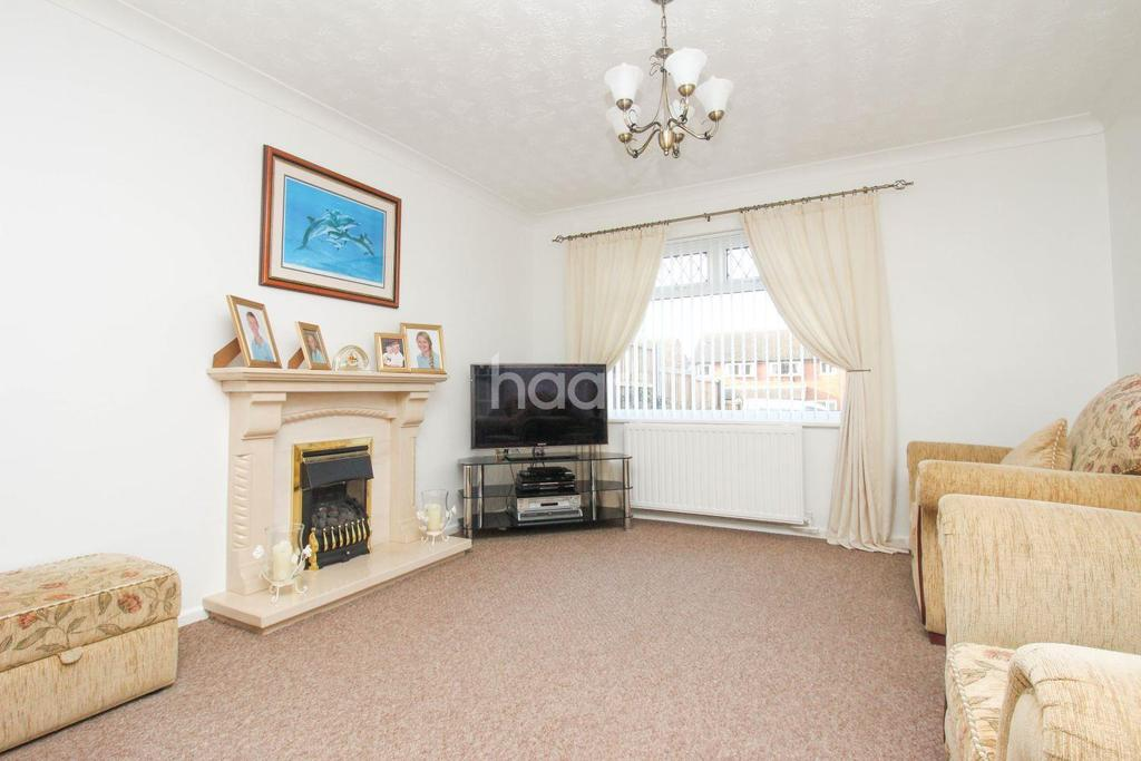 4 Bedrooms Detached House for sale in Chestnut Avenue