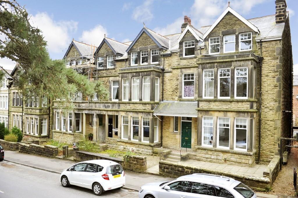 2 Bedrooms Apartment Flat for sale in Harlow Moor Drive, Harrogate