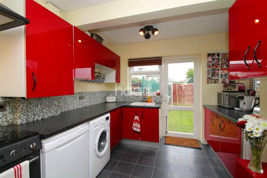 3 Bedrooms Bungalow for sale in Alexandra Road, Great Wakering