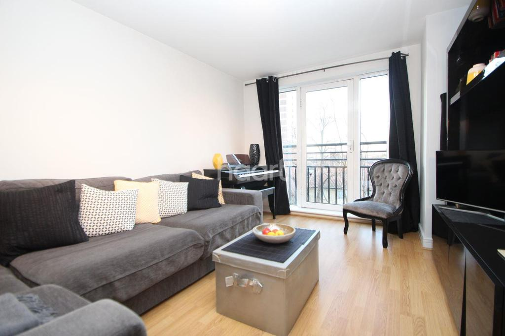 2 Bedrooms Flat for sale in Granite Apartments, London, E15