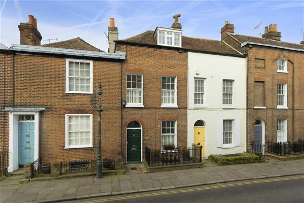 2 Bedrooms Terraced House for sale in Castle Street, Canterbury
