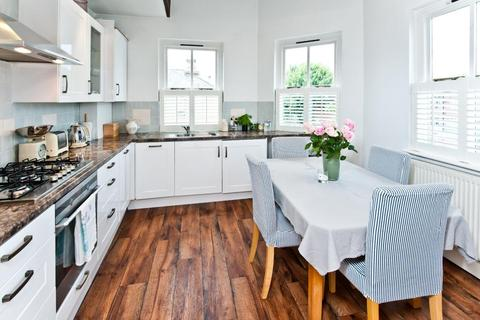 2 bedroom flat to rent - ROBERTSON STREET, SW8