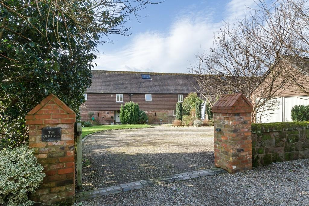4 Bedrooms Barn Conversion Character Property for sale in The Old Byre, Peckforton, CW6 9GP