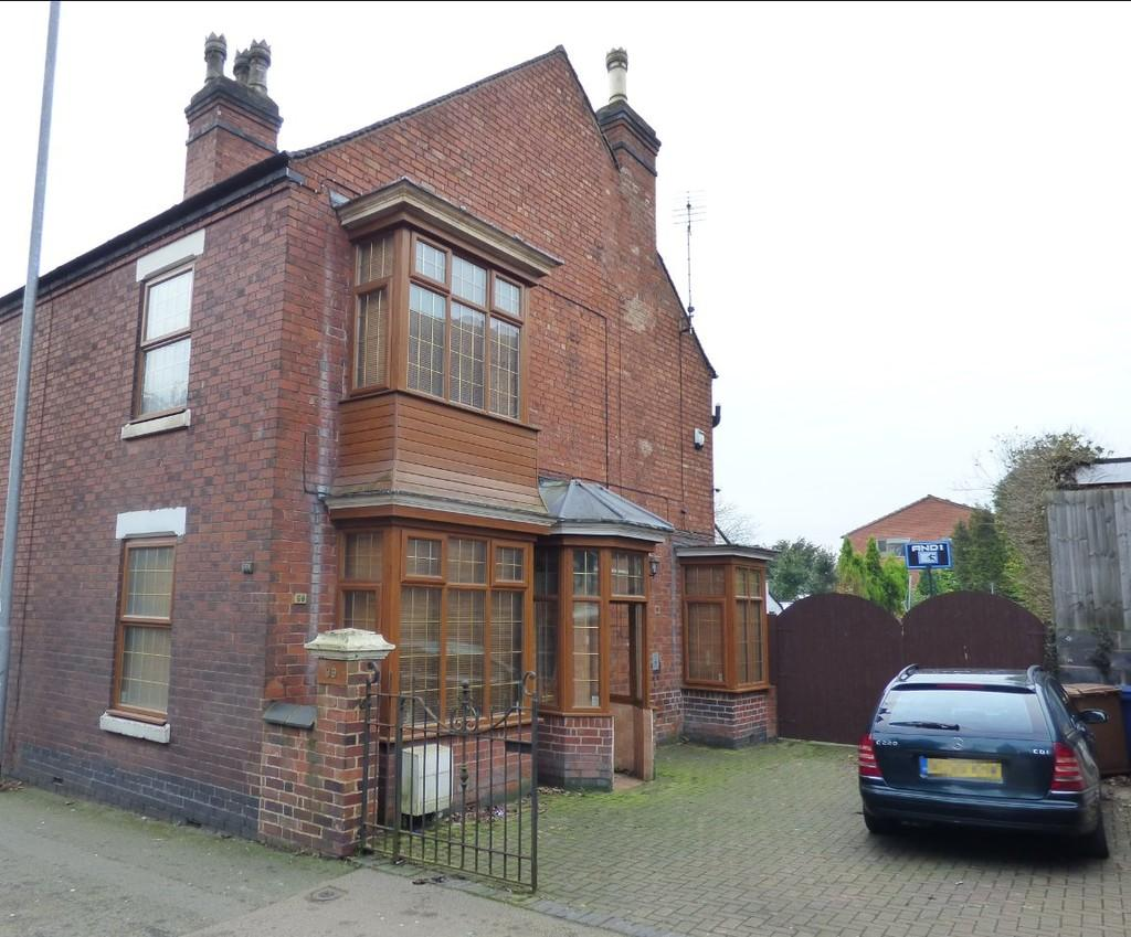 3 Bedrooms Semi Detached House for sale in Horninglow Road North, Burton-Upon-Trent
