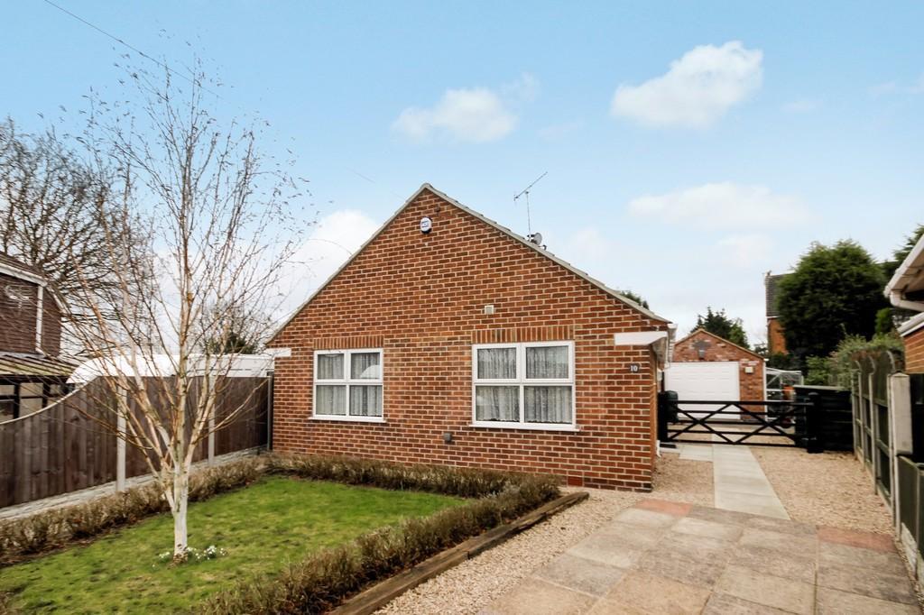 2 Bedrooms Detached Bungalow for sale in Pear Tree Close, Hartshorne